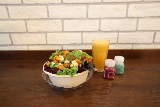 Gäste können sich ihren Salat selber zusammenstellen.