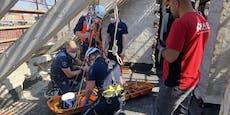 Feuerwehreinsatz in Wien! Bauarbeiter stürzte von Dach