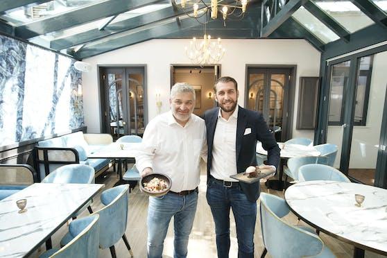 """Die Grieche-Chefs Vasileios Salamanopoulos und Lukas Hammerl beleben die kulinarische Institution """"Der Grieche"""" neu. Frühstück, Lunch und Dinner sind griechisch, modernen und authentisch."""