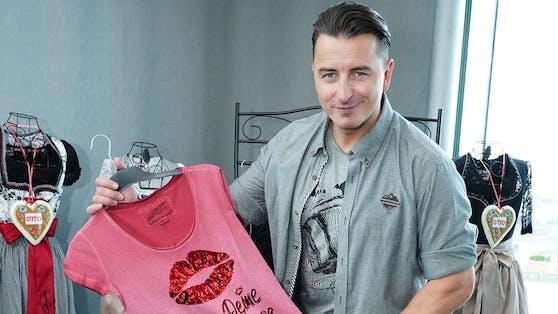 Andreas Gabalier lässt seine T-Shirts für sich sprechen.
