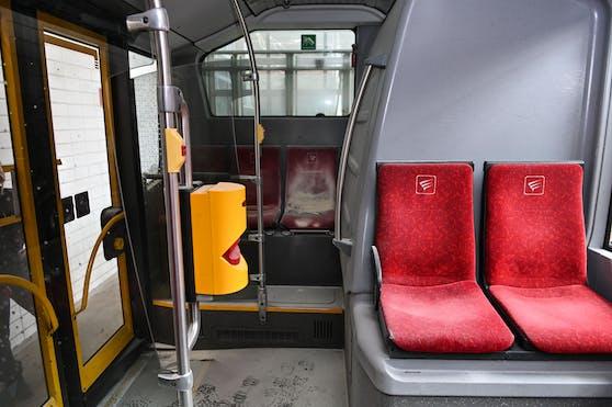 Brandstiftung in einem Bus in Innsbruck. Die Polizei nahm einen 38-Jährigen in Innsbruck fest.