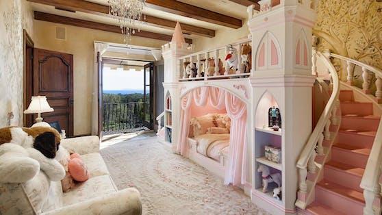 Aufwachsen wie im Palast: Lilibets rosa Schlossbett