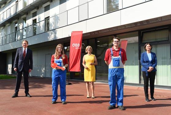 Lehrlinge mit Johanna Mikl-Leitner und Matthias Stadler