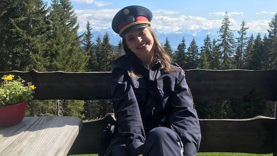 Roxanne Rapp in Polizeimontur