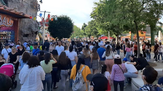 Menschenmassen im Wiener Prater am Donnerstag, 3. Juni 2021. Symbolbild