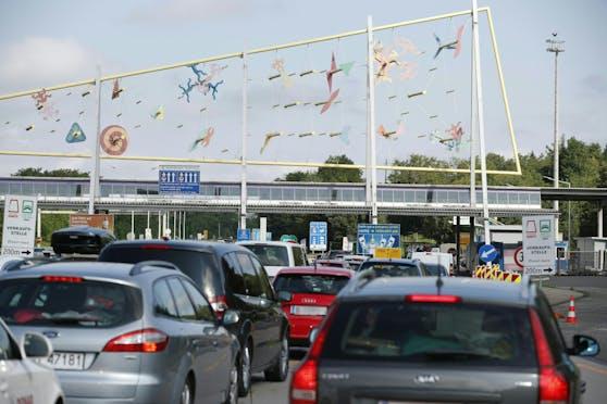 Wartezeiten gehören am Weg auf den Balkan zur Regel. Im Bild die slowenisch/österreichischen Grenze bei Spielfeld.