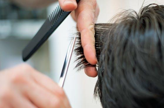 Ab 1. Juli kann beim Friseur wieder durchgeatmet werden.