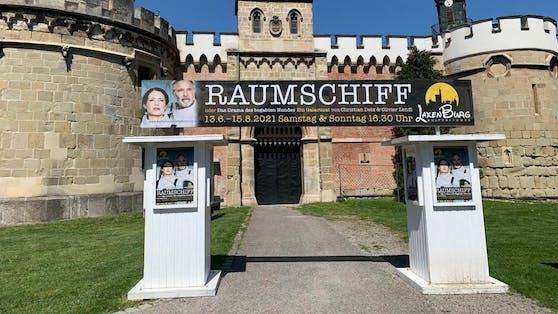 Trotz Schmerzen soll Hirschals Premiere am Sonntag stattfinden.