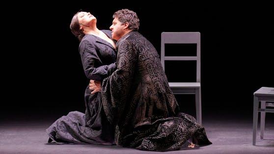 Anna Netrebko (Lady Macbeth) mit Star-Bariton Luca Salsi (Macbeth)