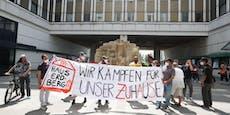 Mitarbeiter-Demo gegen Schließung des Haus Erdberg