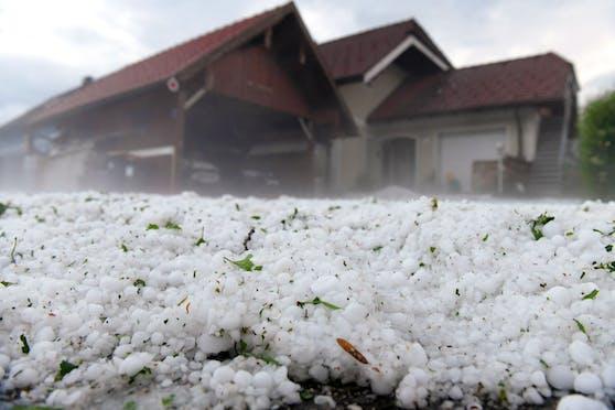 Hagelunwetter haben Ende Juni 2021 in Österreich schwere Schäden angerichtet.