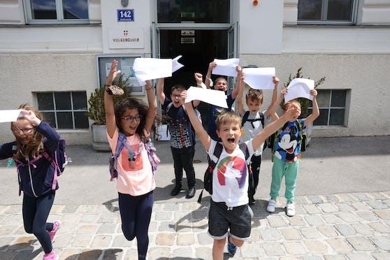 Schulschluss nach einem Corona-Schuljahr in der Volksschule Quellenstraße in Favoriten.
