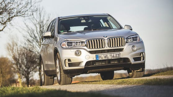 Das Kind wurde mit einem BMW X5 überfahren.