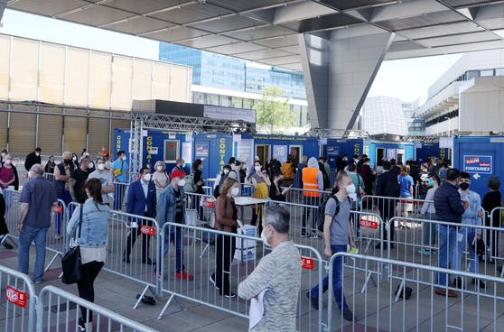Pro Tag werden im Austria Center Vienna (Donaustadt) rund 5.000 Menschen gegen Corona geimpft.