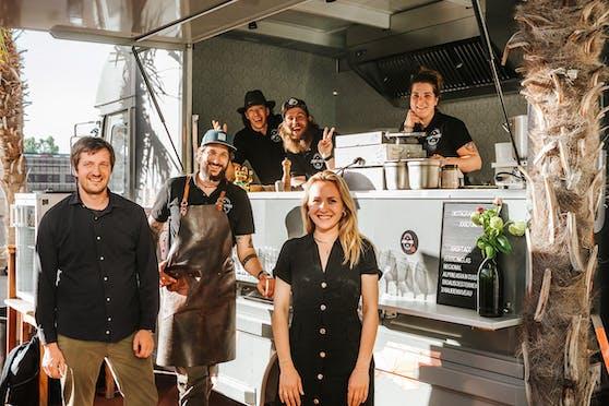 Das Team von Josef und Yuki samt Foodtruck