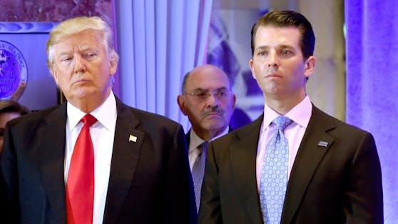 Bei den Vorwürfen geht es offenbar um Vergünstigungen für Spitzenmitarbeiter: Donald Trump, Allen Weisselberg und Donald Trump Jr (von links).