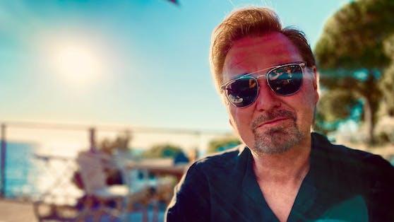 """Nik P. liefert mit""""Das Meer, der Wind und du"""" den Soundtrack für den kommenden Hitze-Sommer."""