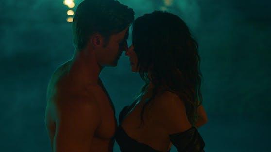 """Mike Vogel und Sarah Shahi in der Netflixserie """"Sex/Life"""""""