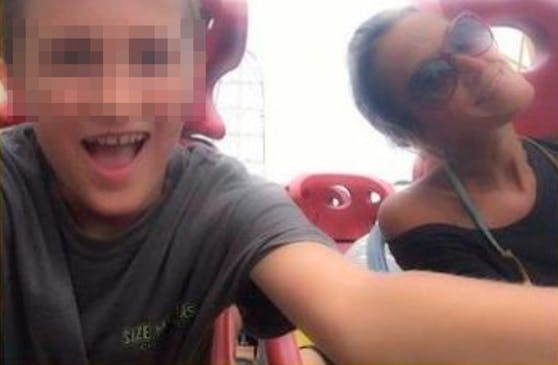 Dawn J. (47) genoss die Achterbahnfahrt mit ihrem Sohn sichtlich – kurz darauf war sie tot.