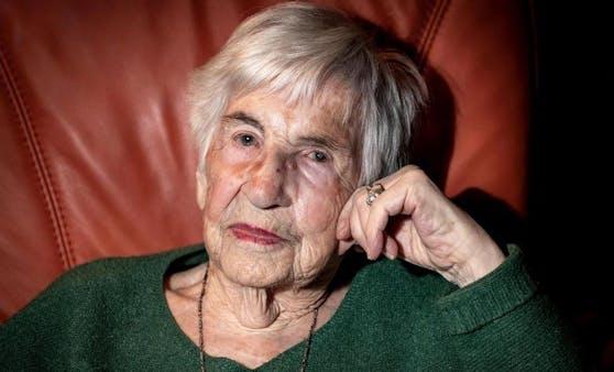 Die engagierte Künstlerin gegen Rechts Esther Bejanaro ist im Alter von 96 Jahren gestorben.