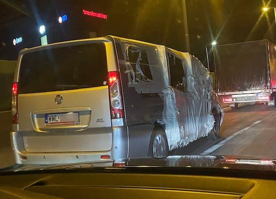 Dieser Bus sollte so nicht auf der Straße unterwegs sein.
