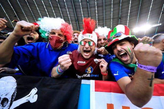 Tifosi jubeln in London über den zweiten EM-Titel Italiens nach 1968.