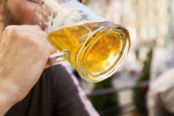 Ein Bierkrug wurde zur Waffe. Symbolbild