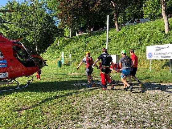 Mit dem Hubschrauber wurde die 78-Jährige ins Tal geflogen.