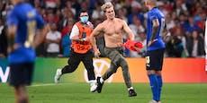 """Dieser """"Muskel-Flitzer"""" narrte die Stadion-Ordner"""