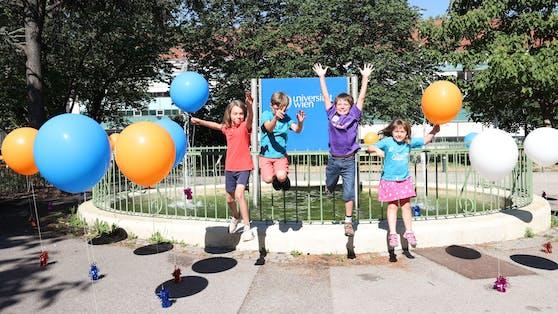 Von links nach rechts: Felix (9), Ludwig (9), Paul (11) und Jolante (7) freuen sich das die Kinderuni endlich losgeht.