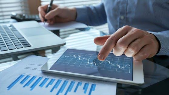 Ein Controller aus München investiert monatlich in Einzel-Aktien und ETFs (Symbolbild).