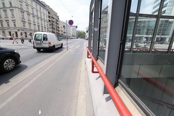 Hält man sich rechts, ist die Fahrradampel nicht gleich zu erkennen.