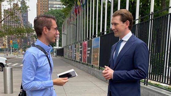 """""""Heute.at""""-Chefredakteur Clemens Oistric im Gespräch mit Bundeskanzler Sebastian Kurz (ÖVP) vor dem UN-Gebäude in New York."""