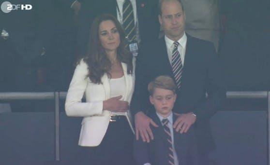 Wegen dieser Pose spekulieren Royal-Fans weltweit: Ist Kate etwa schwanger?