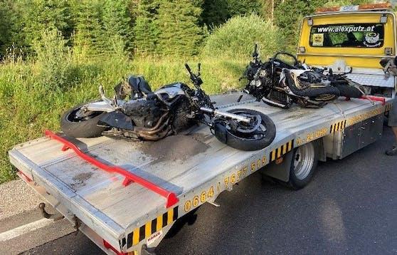 In der Weißenbachtalstraße kam es zu einem tödlichen Motorradunfall. Zwei Fahrer starben dabei.