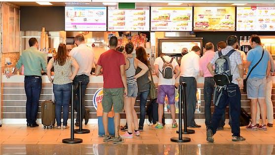 Ein Fast-Food-Restaurant am Flughafen von Porto. (Symbolbild)