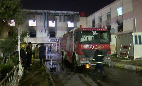 Erst im April war es in einer Klinik in Bagdad zu einem Brand auf einer Corona-Station gekommen – 82 Menschen starben.