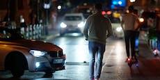 Auto kracht in E-Scooter – Frau muss ins Spital