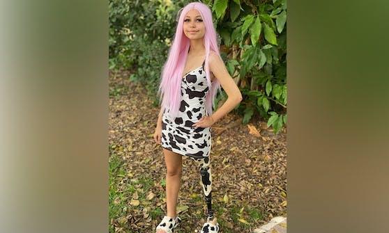 Paige trägt ihre Prothesen mit Stolz!