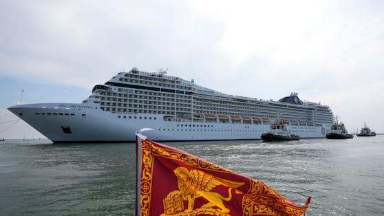 Nach jahrelangen Protesten dürfen große Schiffe vor San Marco und auf dem Giudecca-Kanal ab dem 1. August nicht mehr durchfahren. Foto am 05.06.2021 aufgenommen.