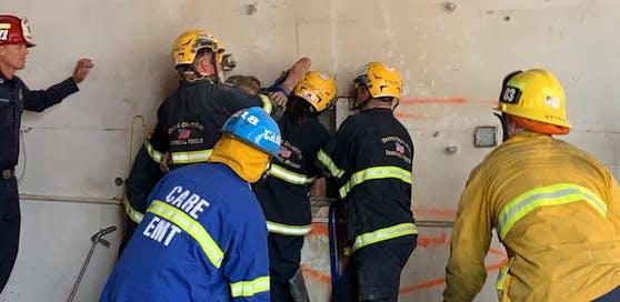 Zwei Stunden schnitt sich die Feuerwehr durch die Betonmauer, dann war die Verunglückte endlich frei.