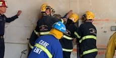 Feuerwehr rettet nackte Frau aus mysteriöser Notlage