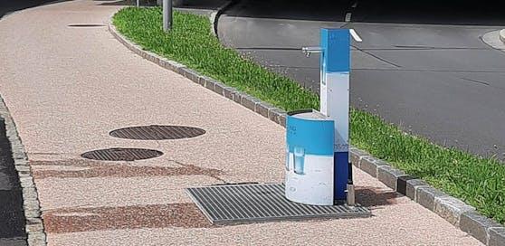 Dieser Wasserspender, mitten auf dem Radweg, sorgte bei den Radfahrern für große Empörung.