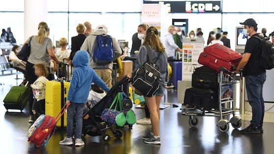 Passagiere am Flughafen Wien