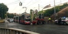 Nächster Bim-Crash! Bagger kollidiert mit Straßenbahn