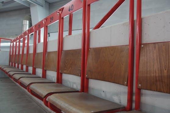 Raus aus dem alten Ferry-Dusika-Stadion (Leopoldstadt) müssen 5.500 Tribünenstühle. Sie sollen ein neues Zuhause finden.