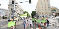 """""""Spatenstich"""" als Protest gegen """"Beton-Stadtplanung"""""""
