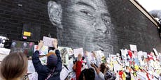 Fans überkleben Schmierereien auf Rashford-Portrait