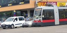Taxi kracht in Bim – Stau und Öffi-Störung in Wien