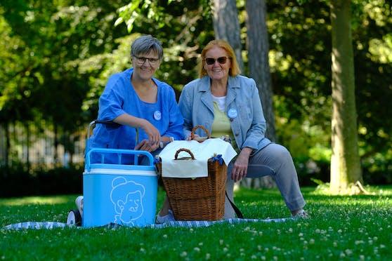 Karin (63) und Helen (73) sind die Omas vom Dienst in der Vollpension.